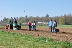 Kartoffeln legen / Frühjahr 2016 / Neunerberg